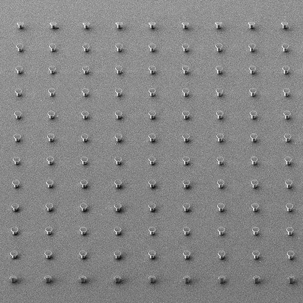 REM foto: array of microscopic surface elements