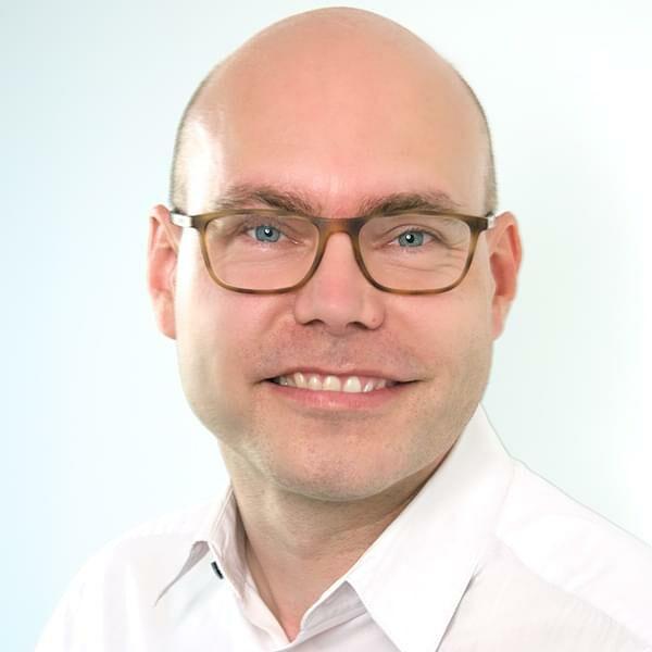 Portrait photo: Henrik Åkesson